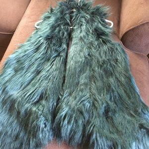 Romeo & Juliet Faux Fur Vest Forest Green Sz L